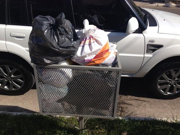 Lixo se acumula em bairros de Canoas (RS) (Foto: Anelise Ferreira/Arquivo pessoal)