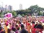 Bloco 'Então, Brilha!' reúne milhares em BH (Pedro Ângelo/G1)