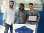 Willian se despede dos companheiros e ganha placa da diretoria do Cruzeiro