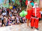 Karina Bacchi faz a alegria das crianças em festa de Natal de ONG