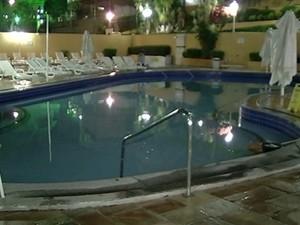 Criança se afogou em piscina com pouco mais de 50 centímetros de profundidade, em Goiás (Foto: Reprodução/TV Anhanguera)