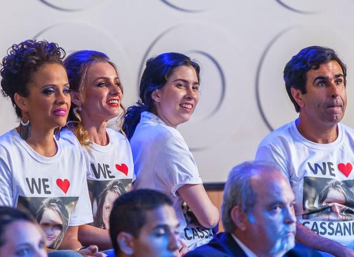 Kátia, Lurdinha, Débora e Hugo torcem pela loira e ajudam (Foto: Artur Meninea/Gshow)