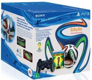 Edição comemorativa do PS3 vem com bola oficial da Copa, a Brazuca (Foto: Divulgação/Sony)