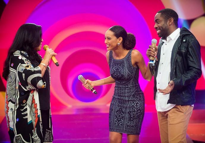 Regina Casé recebe Taís Araújo e Lázaro Ramos no 'Esquenta!' (Foto: João Miguel Junior/Globo)