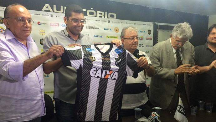 Narciso apresentação ABC (Foto: Carlos Cruz/GloboEsporte.com)