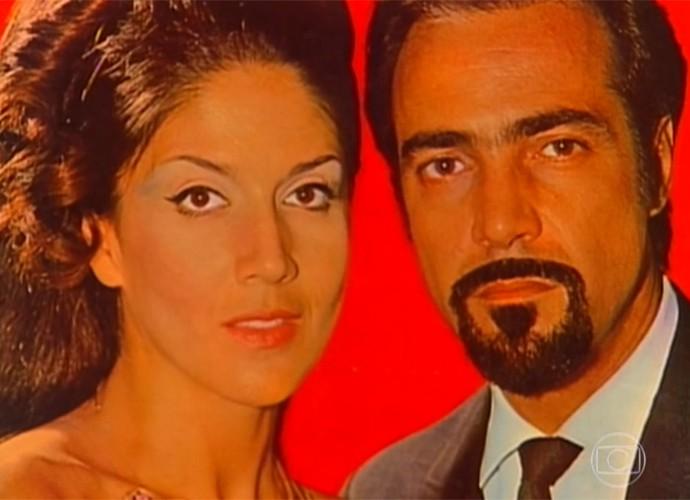 Yoná Magalhães com Carlos Alberto, seu par romãntico em 'Eu Compro Esta Mulher', sua primeira novela em 1966 (Foto: Vídeo Show / TV Globo)