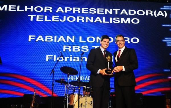 Fabian Londero, do RBS Notícias levou o prêmio de melhor apresentador de telejornal (Foto: Mafalda Press / Divulgação)