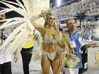 Nicole Bahls usa fantasia de R$ 100 mil para desfile na Vila Isabel