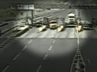 Caminhão 'sem freio' invade praça de pedágio e atropela homem na BR-376