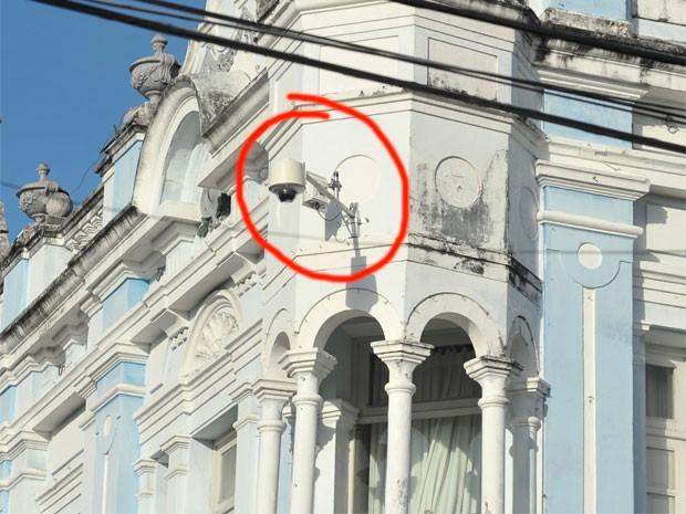 Câmera de vídeo já foi instalada no prédio da Prefeitura de Natal (Foto: Alberto Leandro)