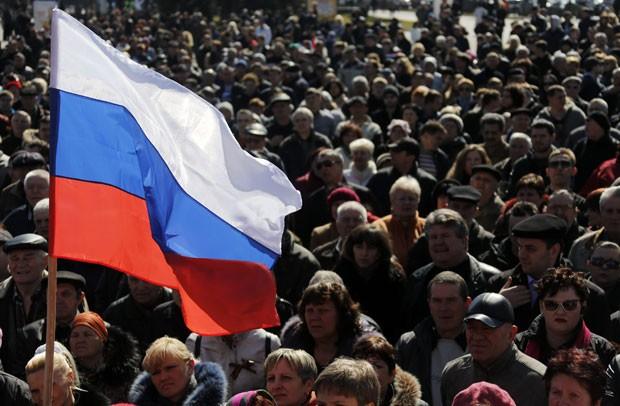 Apoiadores da rússia fazem protesto em Donetsk neste sábado (22) (Foto: Yannis Behrakis/Reuters)