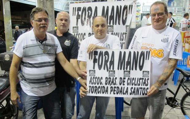 Protesto mano menezes jessé teixeira félix (Foto: Lincoln Chaves / Globoesporte.com)