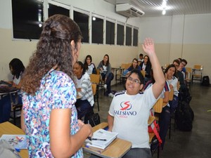 Jovem se destaca em sala de aula (Foto: Marina Fontenele/G1)