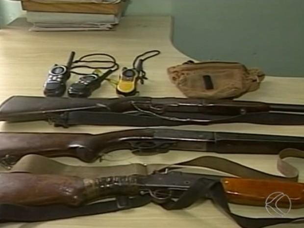 Caçadores de animais Canápolis Ituiutaba munição apreensão (Foto: Reprodução/ TV Integração)