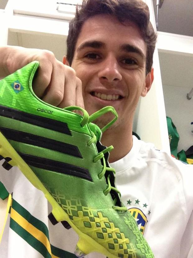 Oscar chuteira personalizada nova seleção brasileira (Foto: Reprodução)