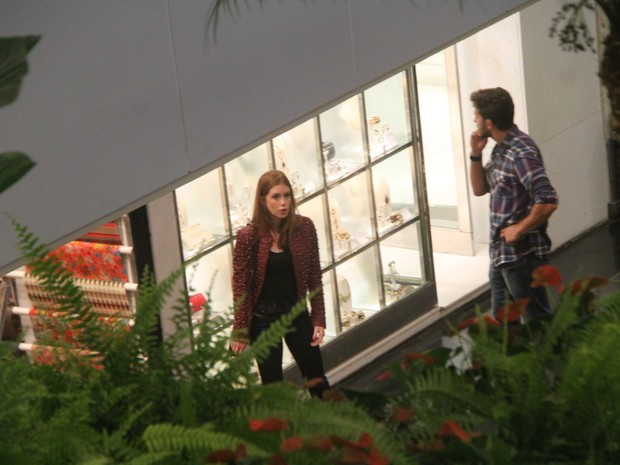 Marina Ruy Barbosa com o namorado, Klebber Toledo, em shopping no Rio (Foto: Daniel Delmiro/ Ag. News)