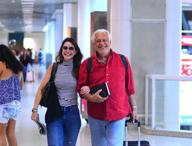 Antônio Fagundes e namorada (Foto: William Oda/Agnews)