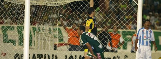 O Icasa só precisava de empate sem gols para subir, mas goleou o Papão, no Romeirão (Foto: Agência Diário)