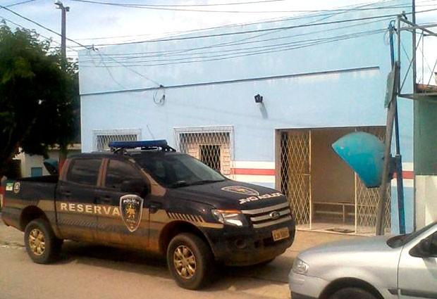 Delegacia de Polícia Civil de São Gonçalo do Amarante, na Grande Natal, funciona com apenas um carro reserva (Foto: Anderson Barbosa/G1)