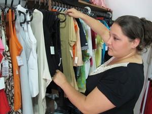 af98014da66 Juliana prioriza a organização das roupas (Foto  Mariane Rossi G1)