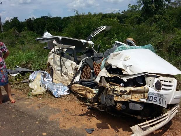 Todos os mortos do acidente estavam no carro que ficou totalmente destruído. (Foto: Reprodução/Whatsapp)