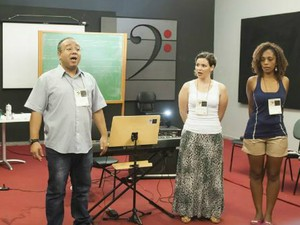 Em sala de aula, alunos aprendem técnicas de canto (Foto: Kazuo Watanabe/ Conservatório de Tatuí)