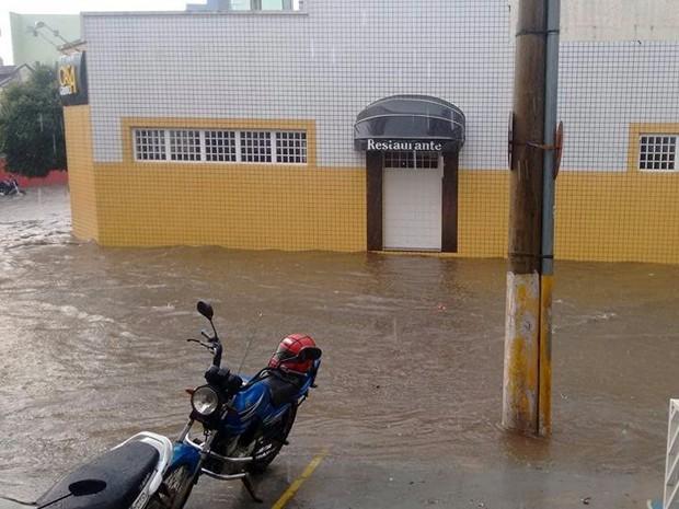 Chuva, alagamento, Itajubá (Foto: Tiago Cortez)