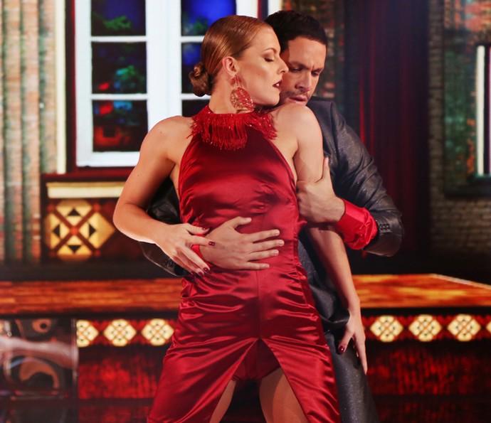 Ju Valcézia e Rainer Cadete fizeram bonito durante a coreografia (Foto: Carol Caminha/ Gshow)