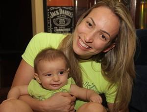 Natália posa com seu filho (Foto: Reprodução/Facebook)