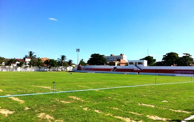 Campo do estádio Antony Costa após a reforma (Foto: Luana Andrade/Globoesporte.com)