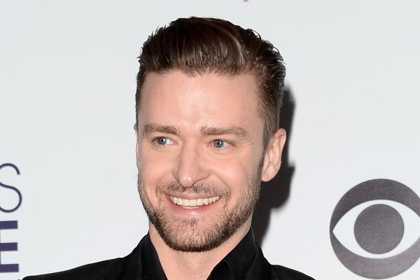 """Justin Timberlake tinha acne, cabelo estranho e outros garotos tiravam sarro dele por gostar de música e arte ao invés de jogar futebol. Mas, segundo o cantor, """"tudo que te faz se sentir esquisito na adolescência é o que te torna sexy quando adulto"""" (Foto: Getty Images)"""