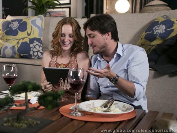 Priscila se empolga ao reencontrar Marcelo (Foto: Além do Horizonte / TV Globo)