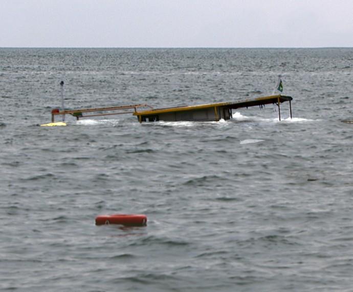 Barco afunda com Tóia dentro (Foto: TV Globo)