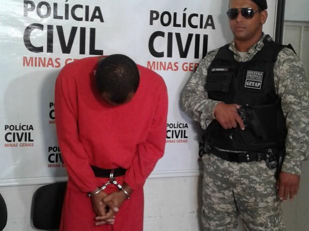 coletiva assassinato uberlandia (Foto: Karla Pereira/G1)