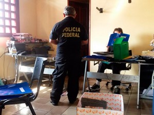 Cerca de 30 policiais federais cumpriram sete mandados de busca e apreensão em Natal (Foto: Divulgação/PF)
