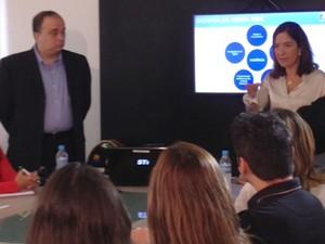 Ana Lúcia Gomes e Sílvio Lima com colaboradores da TV Mirante (Foto: Clarissa Carramilo / G1)