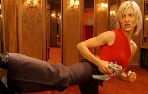 Cameron Diaz não faz muitos filmes de ação, é verdade. Mas quando a escalam para um papel nesse gênero, ela não teme a pancadaria. A pantera encara tudo sozinha. (Foto: Reprodução)