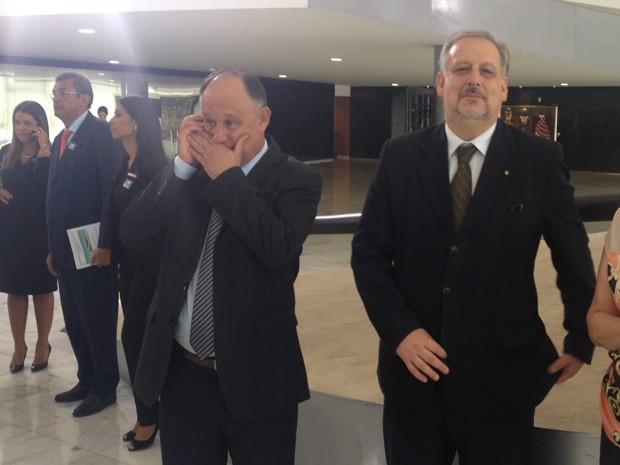 Pepe Vargas (esq.) e Ricardo Berzoini (dir.) momentos antes do início da cerimônia de transmissão de cargo no Palácio do Planalto. (Foto: Filipe Matoso/G1)