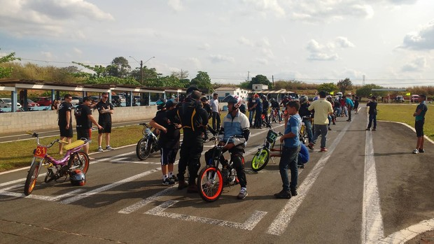 "BLOG: MM Colaboradores  - EXCLUSIVO!  ""Mobilettes, scooters e motonetas, brincadeira levada a sério..."" - de Carlos Pássaro"