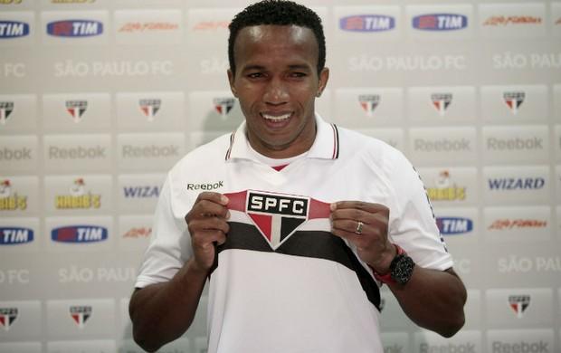 Paulo Assunção veste a camisa do São Paulo (Foto: Miguel Schincariol / www.saopaulofc.net)