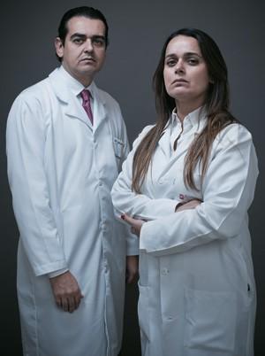"""RECOMEÇO Vicente e Soraya na Embryo Fetus, onde tentam reconstruir a carreira. """"Metade das clientes veio da antiga clínica porque confia na gente"""", diz Vicente  (Foto: Filipe Redondo/ÉPOCA)"""
