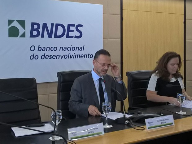Presidente do BNDES, Luciano Coutinho, anuncia redução de custos de linhas de crédito para empresas (Foto: Lilian Quiano/G1)