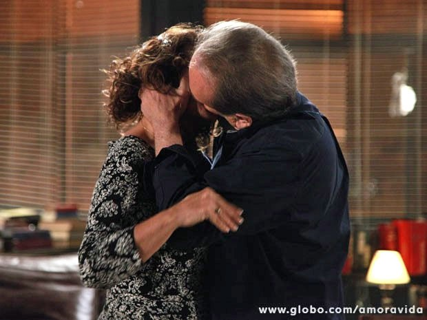 Herbert e Ordália se entregam ao beijo (Foto: Ellen Soares/TV Globo)