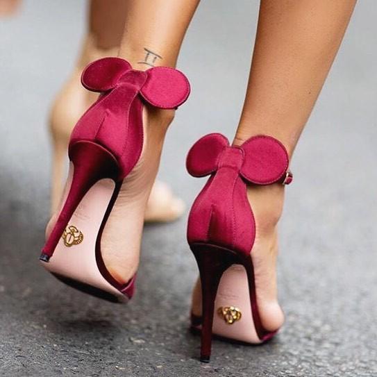 Sapatos com orelhinhas da Minnie são nosso desejo do dia! (Foto: Reprodução/Instagram)