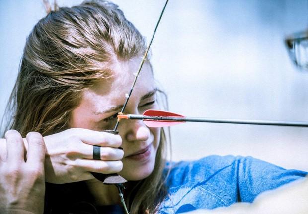 Marina Ruy Barbosa aprende a usar arco e flecha (Foto: Divulgação/TV Globo)