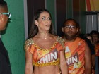 Scheila Carvalho exibe corpo seco e musculoso no carnaval baiano