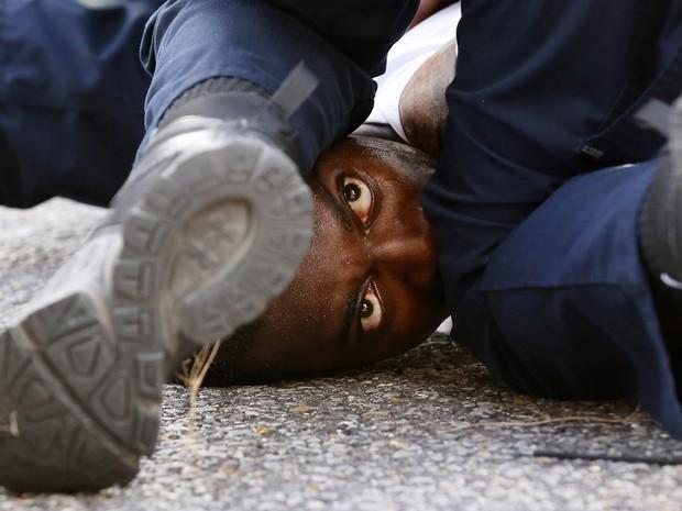 Mais de 100 pessoas foram presas na manifestação de sábado em Baton Rouge  (Foto: REUTERS/Jonathan Bachman)