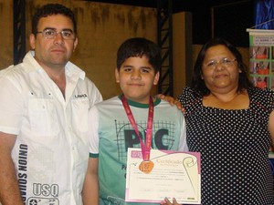 Wanderson ao lado do pai, Geraldo, e a mãe, Jonilda (Foto: Jonilda Ferreira/Arquivo Pessoal)