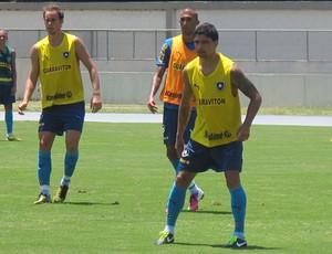 Renato no treino do Botafogo (Foto: Thales Soares)