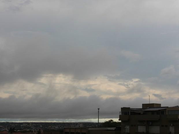 Céu de Campo Grande na tarde deste sábado (28) (Foto: Adriel Mattos/G1 MS)